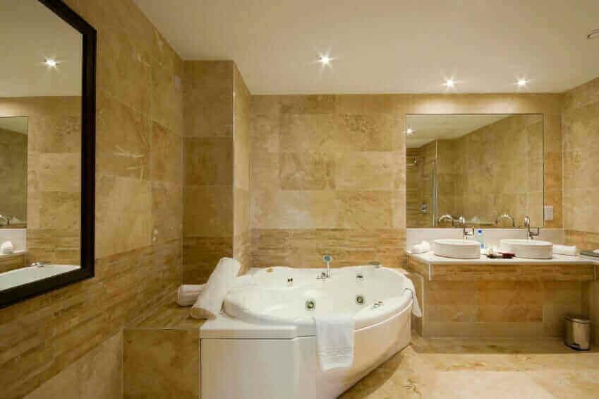 9 Advantages of Whirlpool Bathtubs